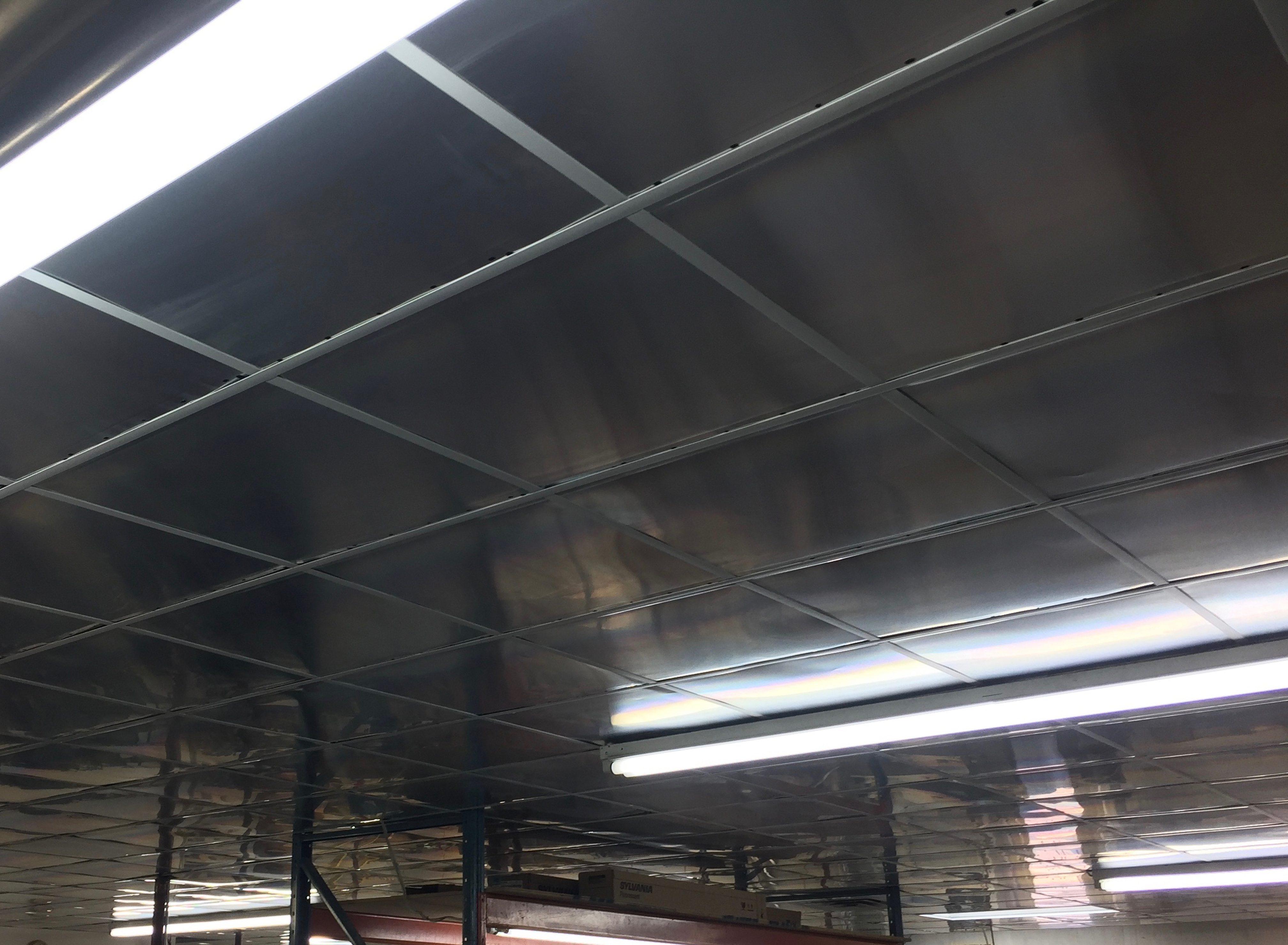 au plafond affordable les moisissures en plafond trouver la cause avant dagir with au plafond. Black Bedroom Furniture Sets. Home Design Ideas